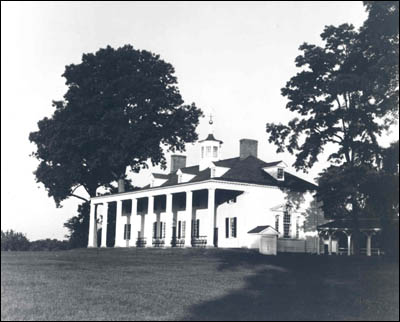 East front view of the Washington home at 'Mount Vernon'